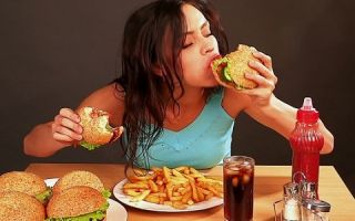 Признаки булимии у девушек,  симптомы и причины появления